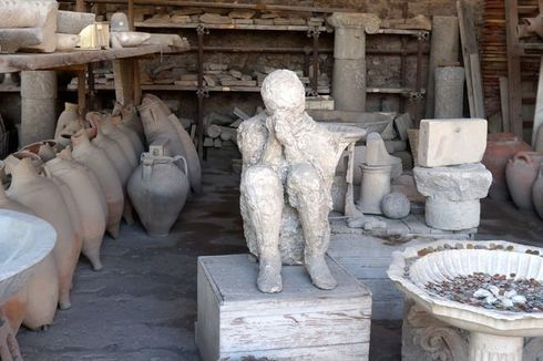 Ash Covered Body in Pompeii