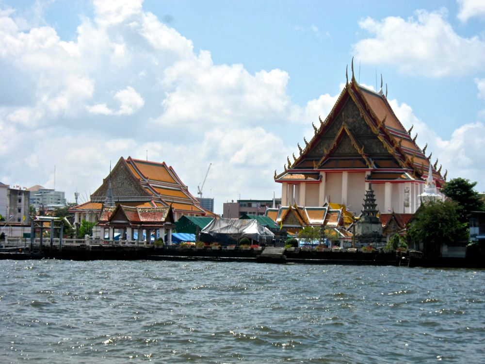 Temples on the shores of Chao Phraya