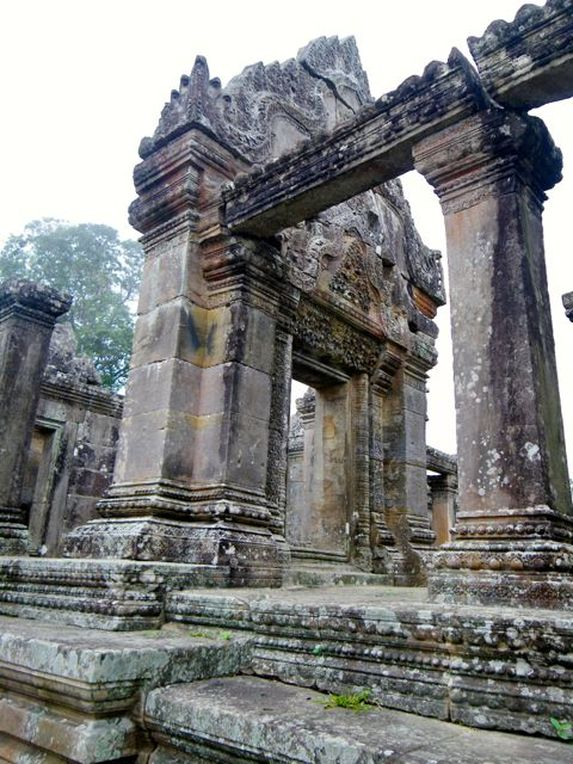 Pillars in Preah Vihear